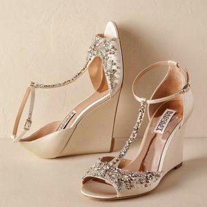 🆕Badgley Mischka T-Strap Peep-Toe Wedge Sandal